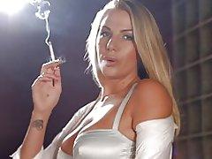 Danielle Maye Kette rauchen