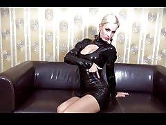 Herrin Lady Amy - Latex posieren