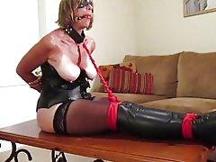 Frau Kämpfe in ihre Knechtschaft