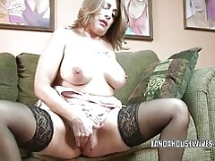 Reife Schlampe Sandie Marquez spielt mit ihrer Pussy latina