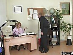Er fickt die freche Reife Büro weiblich