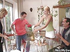 Altes Ehepaar ficken Teen an ihrem Geburtstag