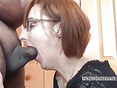 Geile Hausfrau Layla redd bläst ein Geck, die sie gerade erst kennengelernt