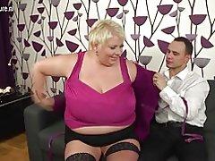 Große breasted Mom mündig ficken und saugen ihren Arsch aus
