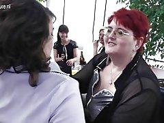 Reife Lesben mit Gruppen-Sex-party
