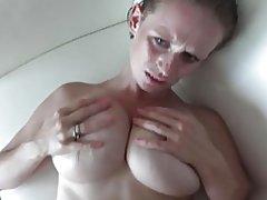 Große Brüste, Eselein, o.k. Gesicht