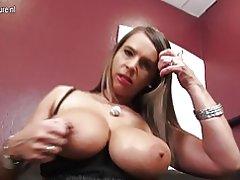 Deutsche große breasted blonde Milf will deinen Schwanz lutschen