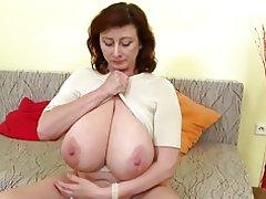 Herrlich Reife Mutter mit riesigen Titten und perfekte Reife