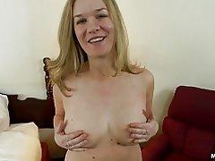 Dicke Amateur Milf mit natürlichen Titten tut anal porn