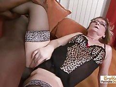 Gilf Schlampe Aja passt kaum in diesem riesigen schwarzen Schwanz in ihre Löcher
