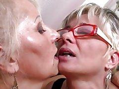 Perfekte Reife Mütter auf lesbisch Flotter Dreier