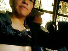Titten Show im bus