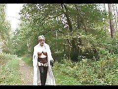 Britische Trophäe Frau im Wald